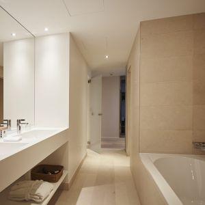 http://moderntimes-hotel.ch/application/files/thumbnails/thumb_list_2x/7814/5855/4540/salle_de_bain_junior_suite.jpg